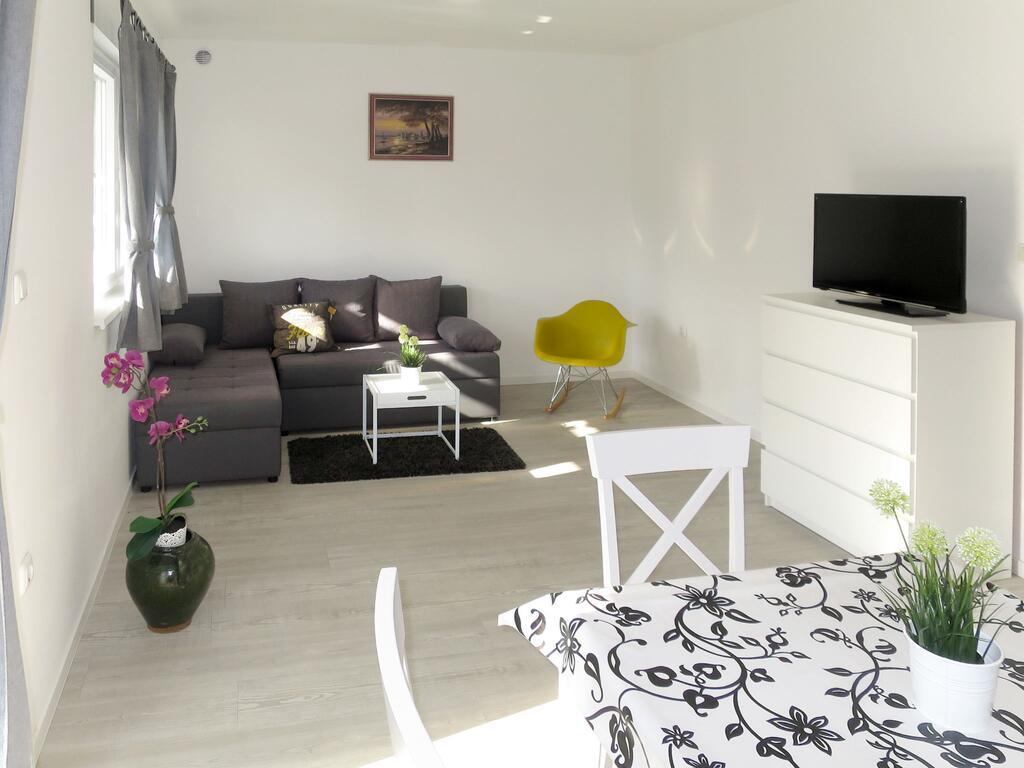 Apartment 1, A2+2